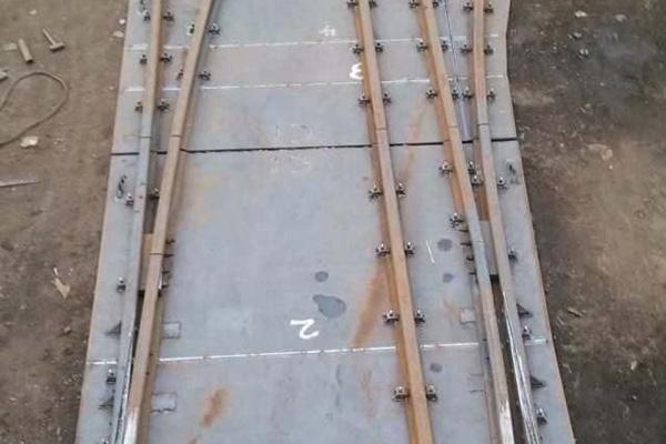 900轨距和1435轨距互用整体道岔