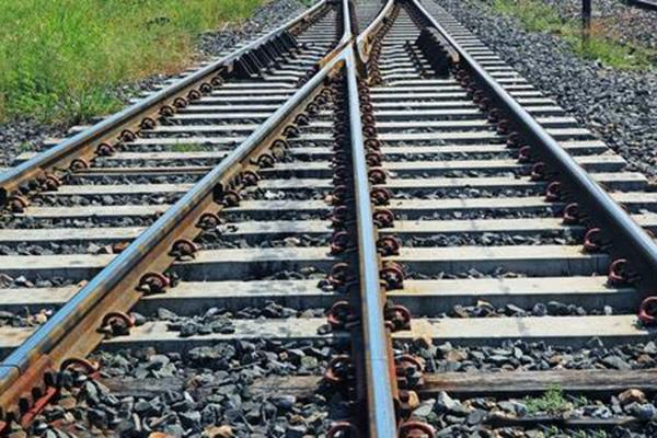 分析了铁路道岔损坏的原因