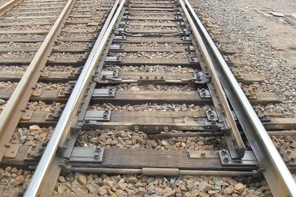 道岔为什么会造成火车晃动
